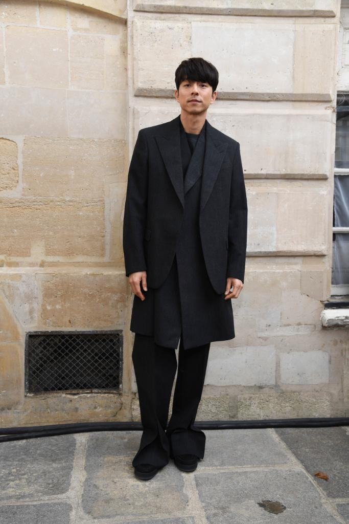 #GongYoo, #CamNewton and #DanCarter at the #LVMenSS20 Show. @VirgilAbloh presented his latest collection for #LouisVuitton at the Place Dauphine in Paris. Watch now on Twitter or at http://on.louisvuitton.com/6013ESuZ5