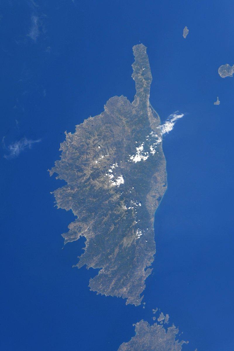 Corsica, also known as the Isle of Beauty. It certainly lives up to its nickname! // La Corse, dite l'île de Beauté. Surnom bien mérité!  #DareToExplore #ExploringEarth #EarthObservation #OsezExplorer #ExplorerlaTerre #ObservationdelaTerre