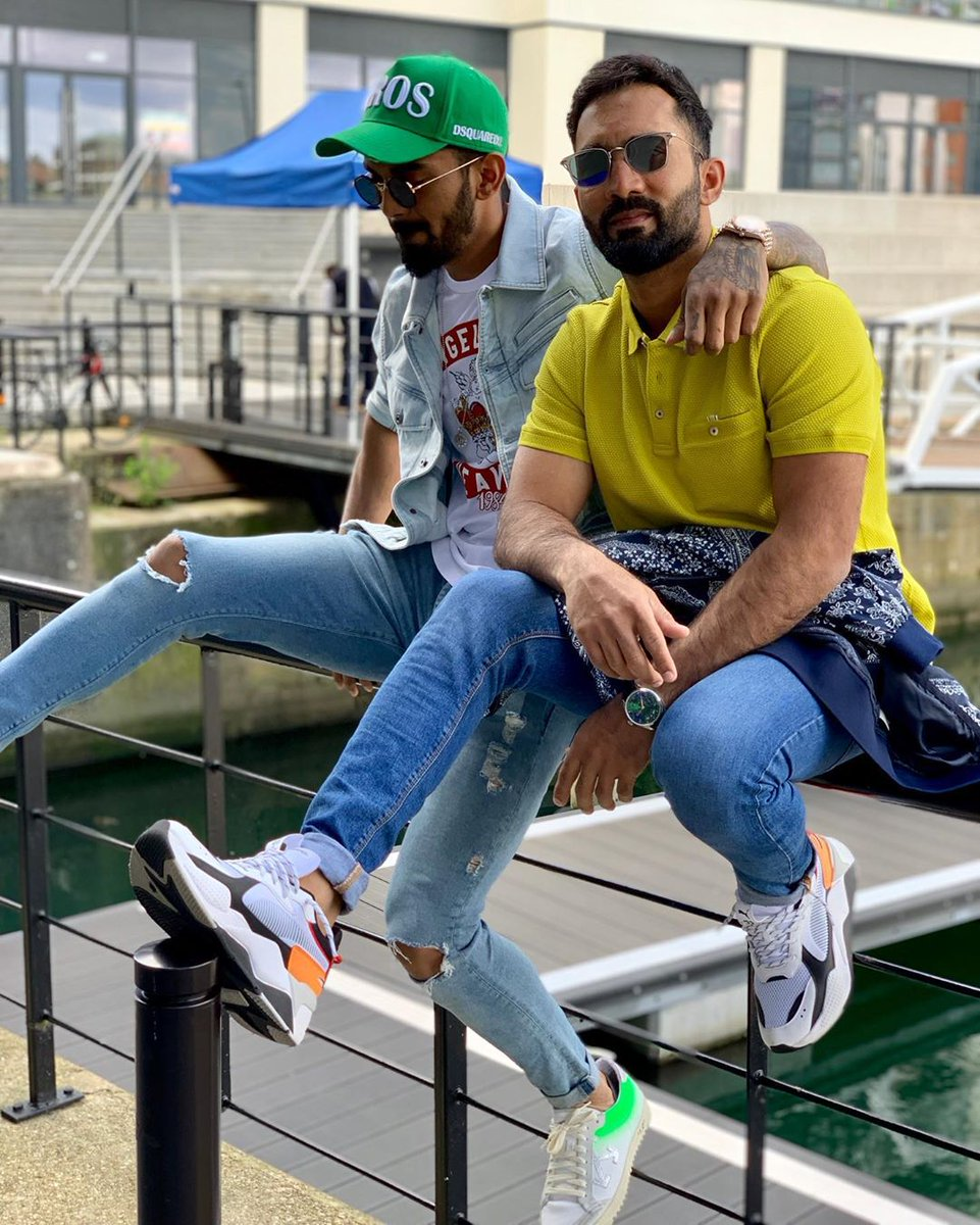 Do it for the gram Dino 🤙🕶@DineshKarthik