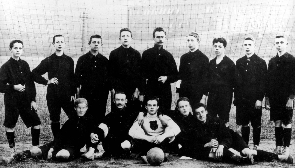 On 31 May 1907, an official football club was formed within the sport and gymnastics club known as Turn- und Spielverein Bayer 04 Leverkusen.   Here's our first squad photo 👀