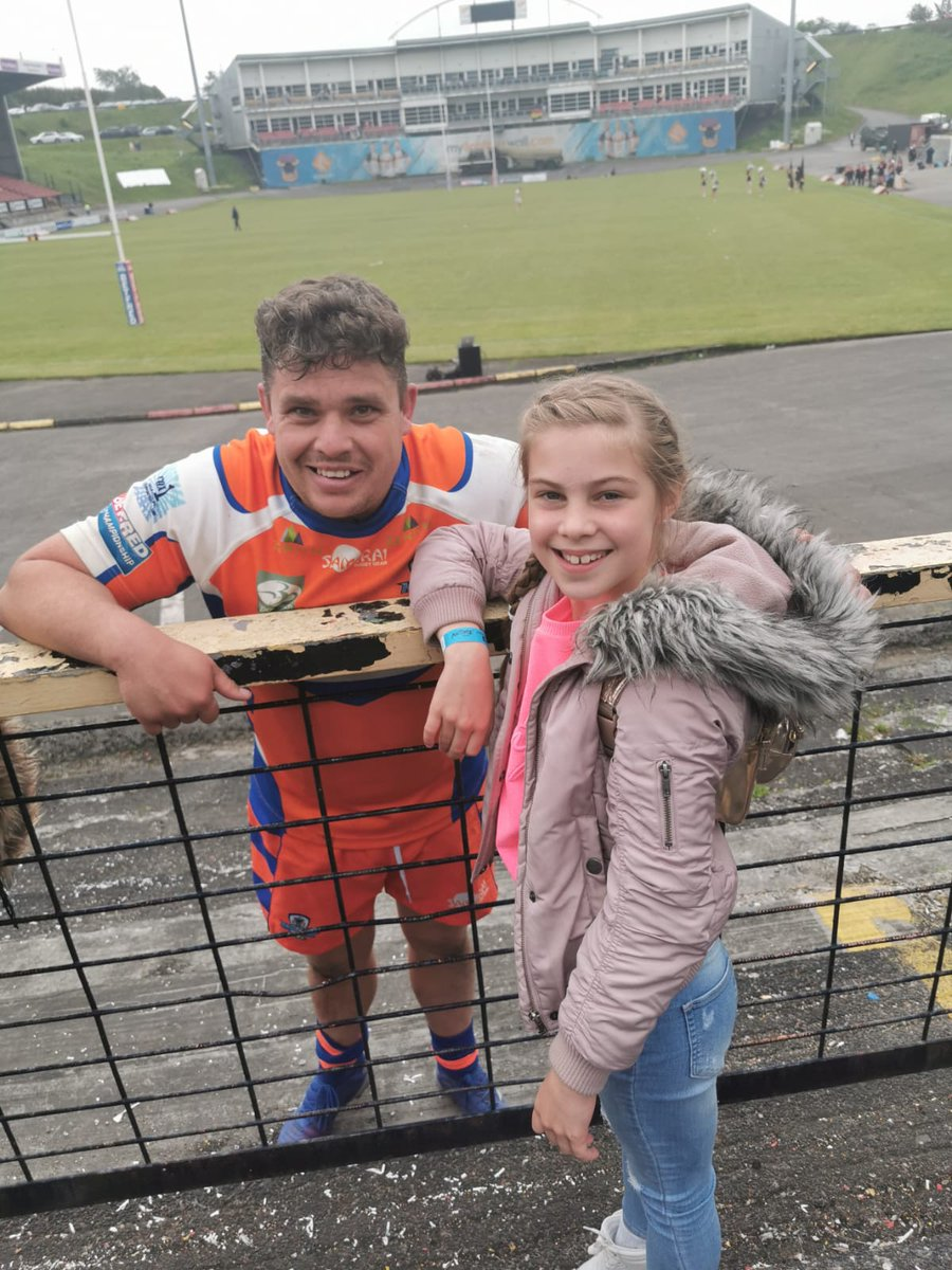 Captain fantastic, always makes an effort to speak to fans and the little ones no matter what the result. Such a people person. Nice one Muzza @scottmurrell85 <br>http://pic.twitter.com/L8isQ8rNbl