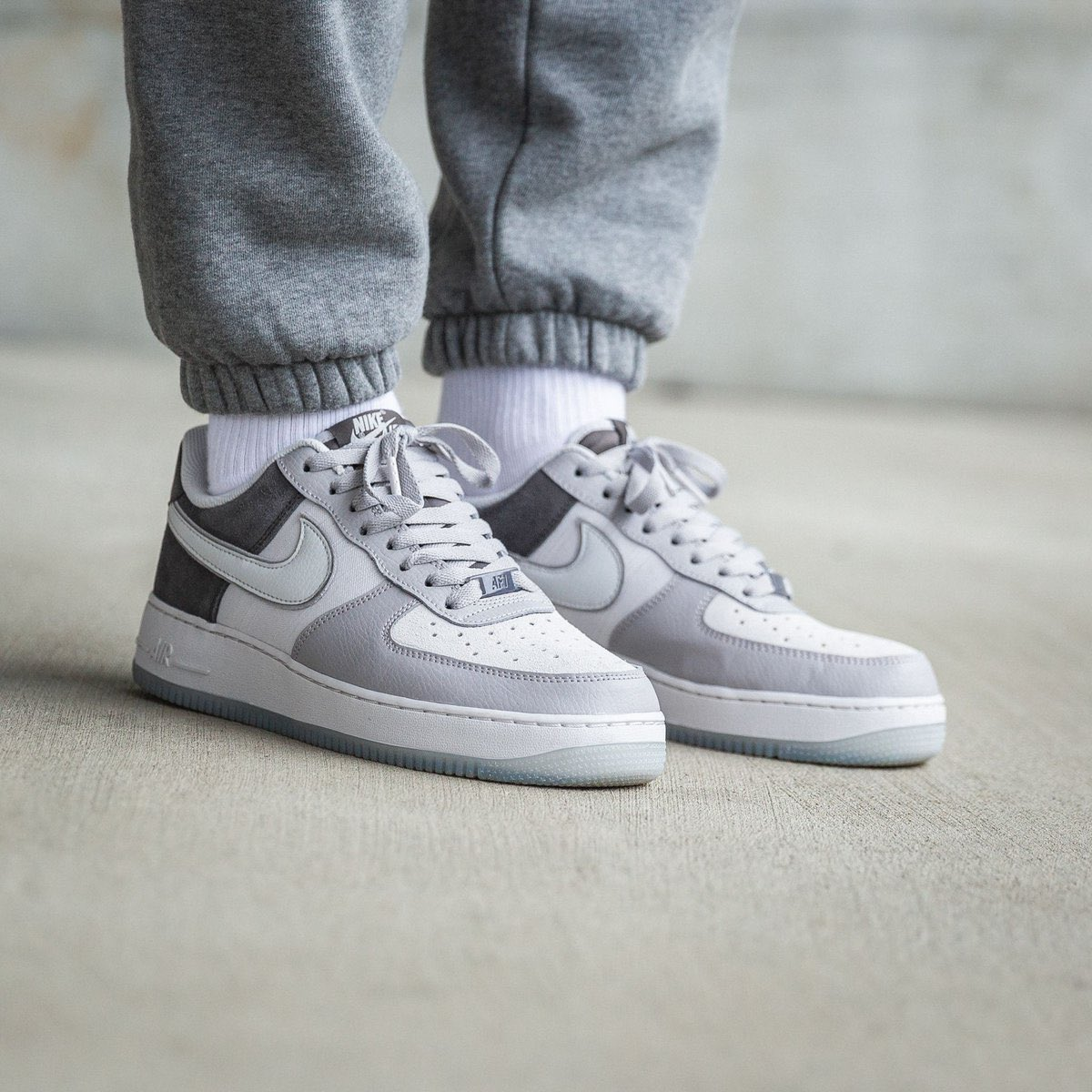 SHIPPING: Nike Air Force 1 '07 LV8
