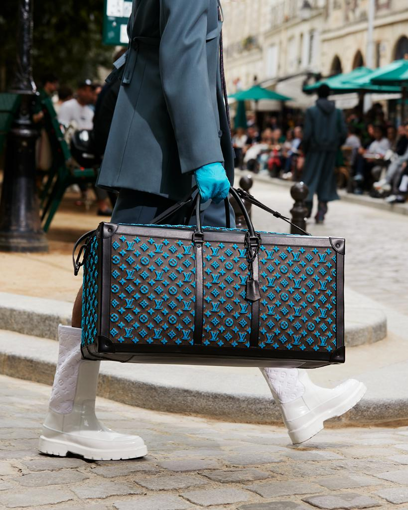 #LVMenSS20 New takes on familiar forms. A Trunk Keepall and a Backpack Soft Trunk from @VirgilAbloh's latest #LouisVuitton Collection. Watch the show on Twitter or at http://on.louisvuitton.com/6012ESujE