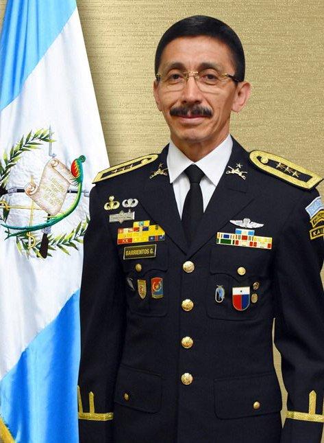 Jaimito Morales, comandante general del Army, está preparando condecoraciones para sus milicos serviles y sobalevas, entre los chaqueteos están el director de Finanzas, Alfonso Antonio Barrientos Girón, mejor conocido como el caco Barrientos. bit.ly/31HXQdo