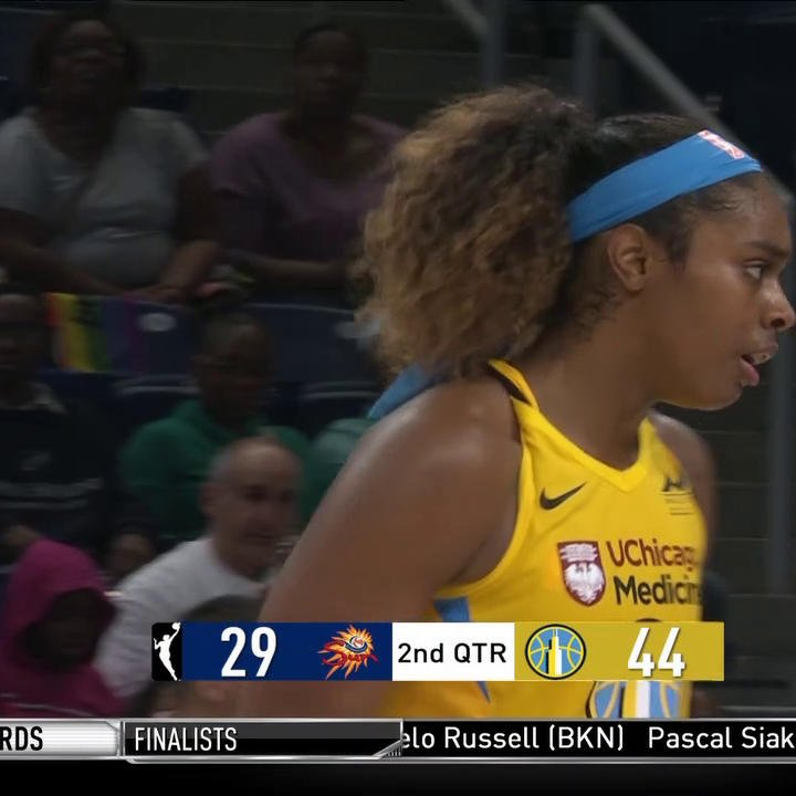 And-1! 💪 Cheyenne Parker leads all scorers with 10 PTS & the @wnbachicagosky are up 44-29.