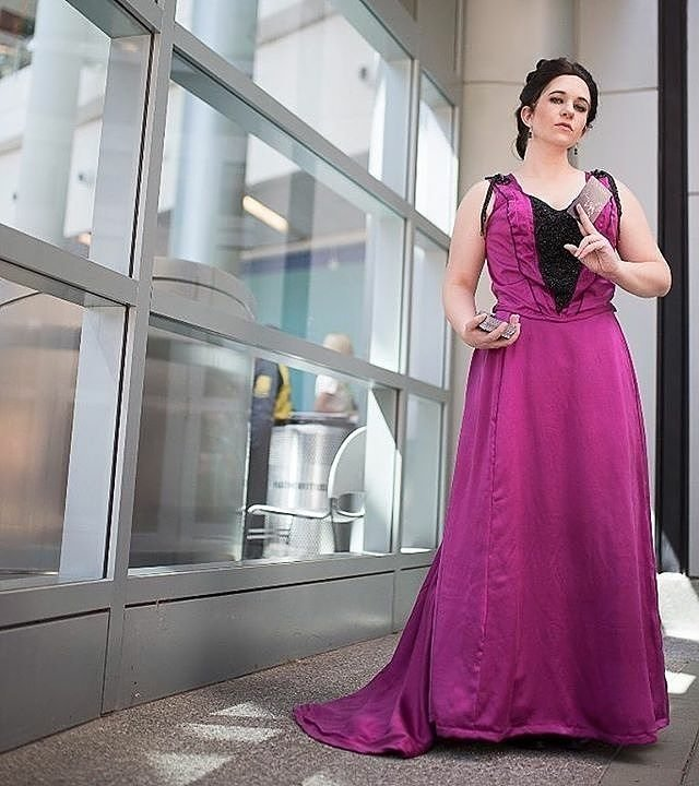 Feeling a need to mess with more ridiculous over the top historical silk gowns here soon Vanessa Ives: @bettiebloodshed Costume: @devilinthedesign Wig: @faradaycrystal Photo: @jrulison #cosplay #costume #pennydreadful #vanessaives #evagreen #designer #design #fashion