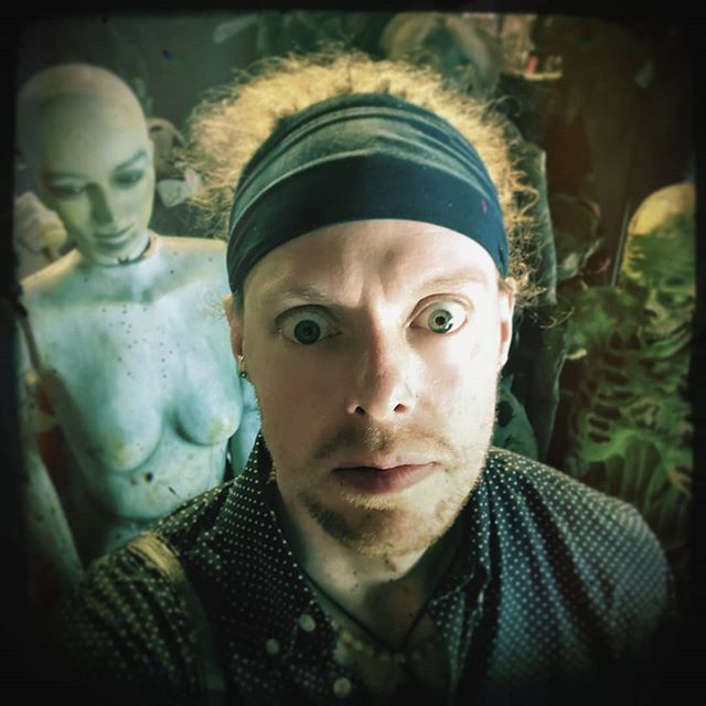 I fear I've become quiet lost. But it's okay, I found some friends to help me. .. . #jawarlock #geek #nerd #youtube #youtuber #twitchstreamer #usa #usa #nyc #newyorkcity #newyork #newyorktrip #newyorkinstagram #horrorjunkie #newyorklife #newyorkgram #h… http://bit.ly/321hNw6 pic.twitter.com/X5OvZAMcYA