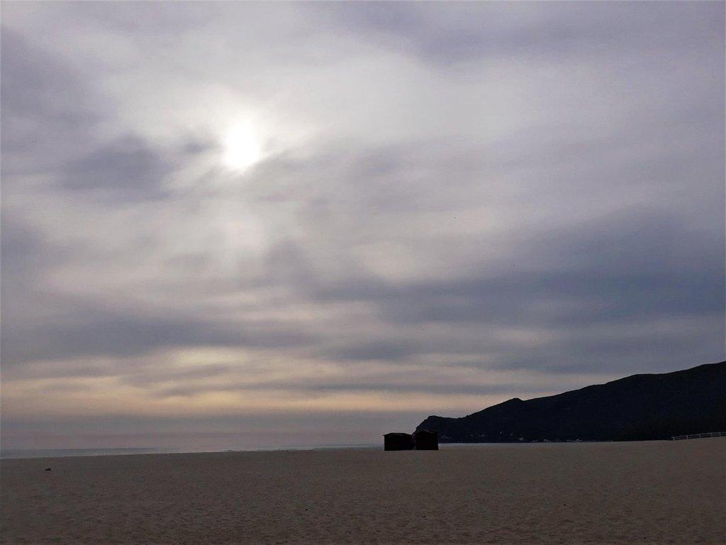 The Beautiful Places I Like! #Figueirinha #praiadafigueirinha #setúbal #arrábida #serradaarrábida #praia #beach #amazingsky #cloudysky #travel #travelgirl #Portugal #Europe #portuguesecoast #beautifulplaces #beautifulview #beautifulday #winterday #coldday #overcast #céunubla…