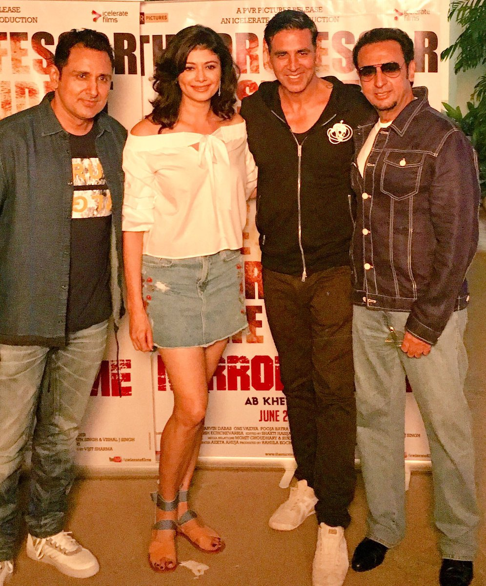 Great to see you @akshaykumar @GulshanGroverGG Thank you for dropping by and supporting our movie @MirrorGameFilm @parvindabas #bollywood <br>http://pic.twitter.com/XPrf7m1r1F