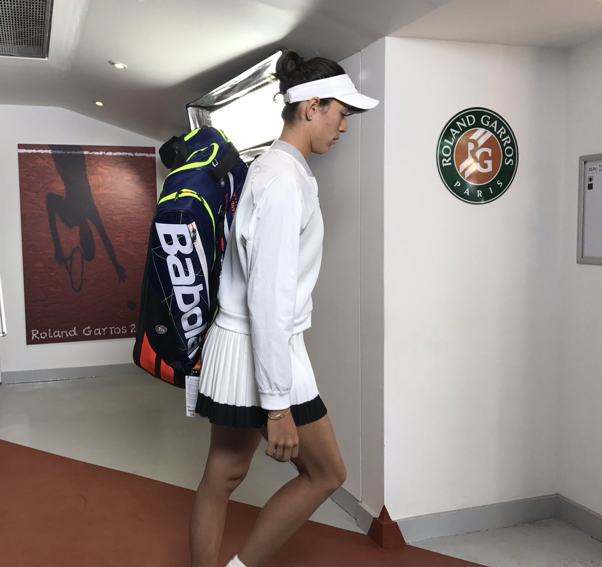 First up today on PC - @GarbiMuguruza takes on @Schiavone_Fra! #RG17 h...