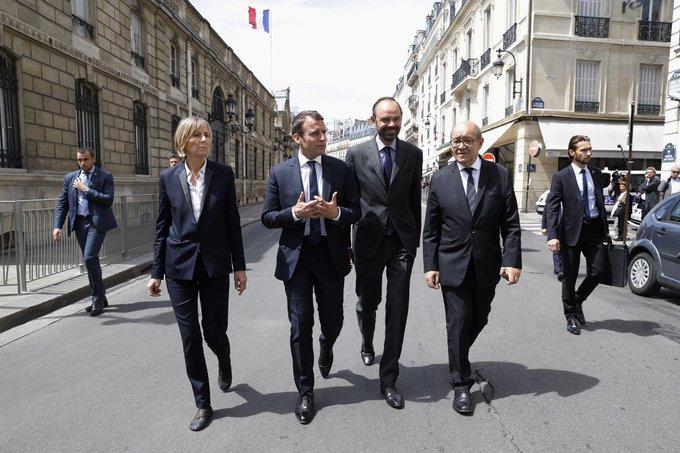 LIVE POLITIQUE - Poutine reçu par Macron, les syndicats par Philippe... Suivez ce lundi politique avec nous  👉https://t.co/VqRdQfHK5i