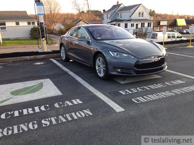 One of my favorite #Tesla pictures. @TeslaMotors  http:// ts.la/rob6663  &nbsp;    http:// ts.la/rob6663  &nbsp;   #bot <br>http://pic.twitter.com/xOx443FMap