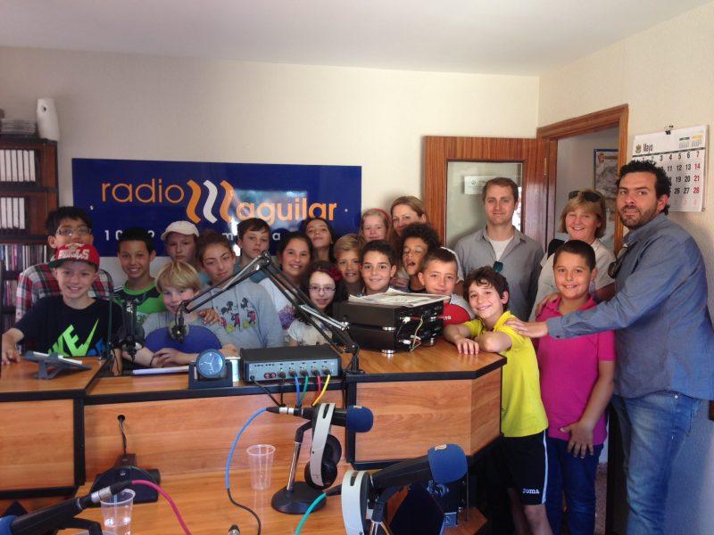 Semana #intercambio #etwinning en @colsangregorio Podcast visita a la radio y entrevista en @radioaguilar https://t.co/79PAsZzgF6 https://t.co/M76nfdYdaD