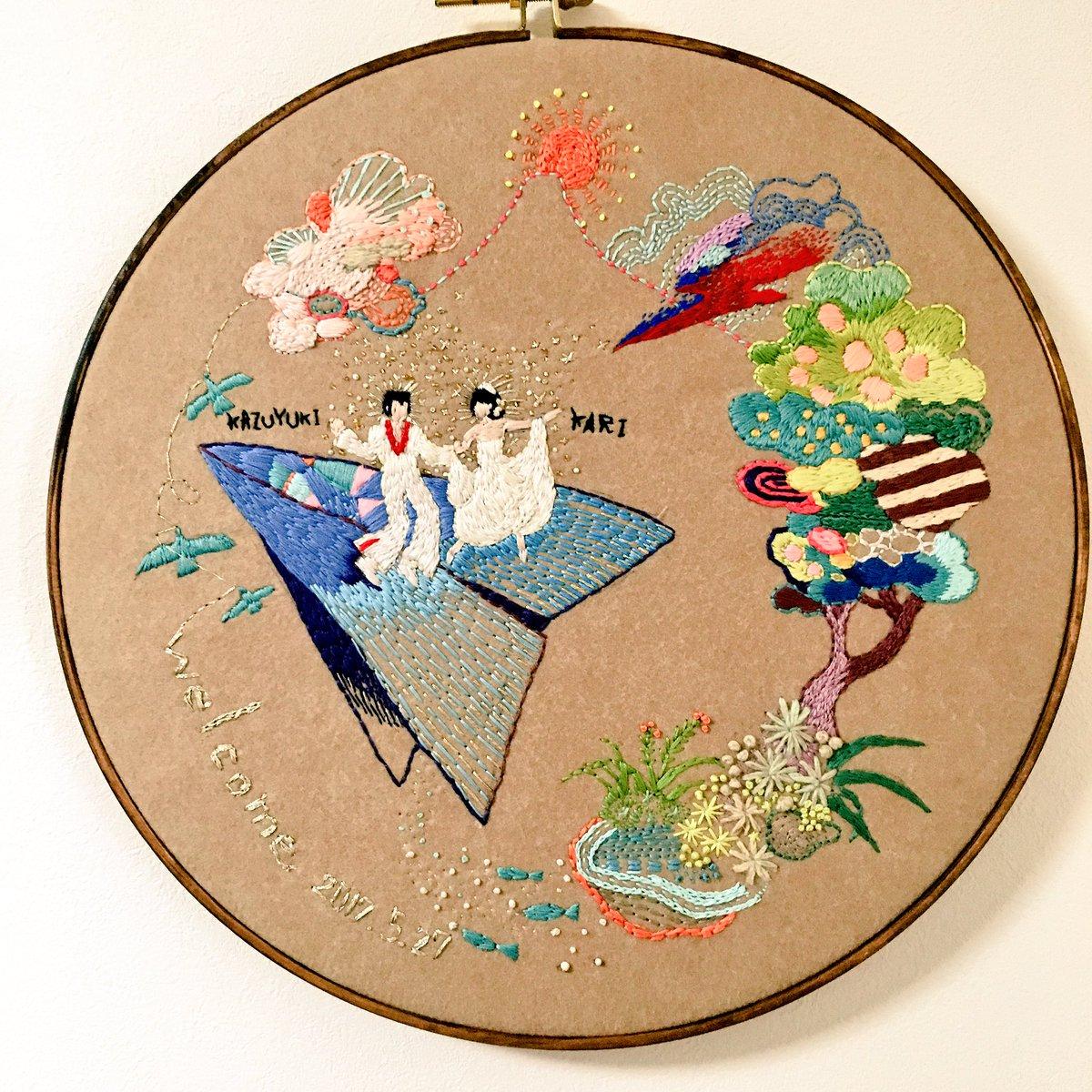 許可頂いたのでup。友人の結婚披露宴で飾って頂いたウェルカム刺繍。直径40cmの私的大作でございました◎ https://t.co/s8UisvRGl4