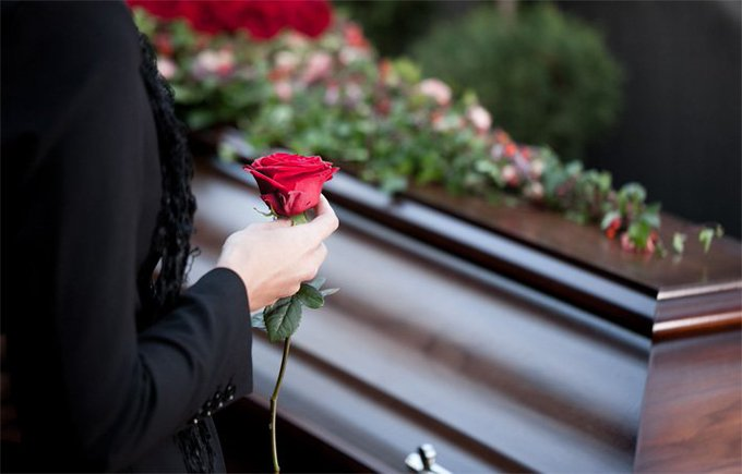 🇫🇷 #Occitanie Ils cambriolent les familles lorsqu'elles se rendent à un enterrement. https://t.co/ia1sM12bH5