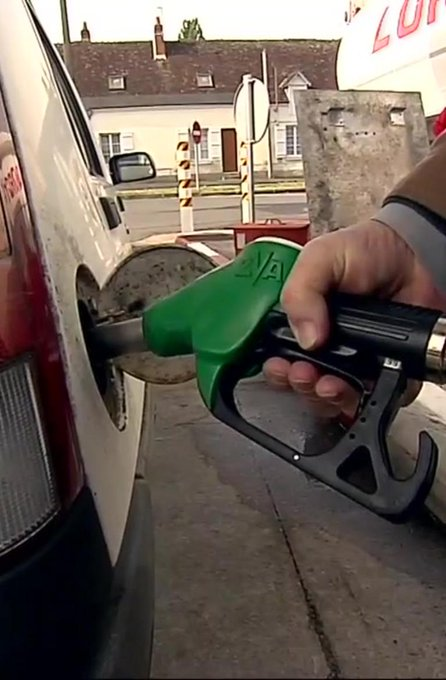 Grève des routiers : une pénurie de carburant à craindre ?  👉https://t.co/A2DMYcP3gB