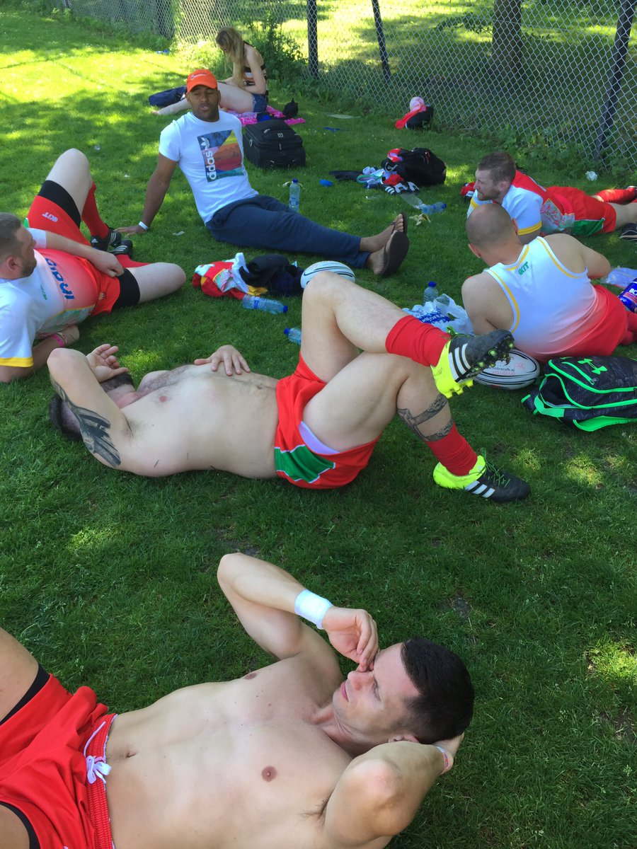 First game over. Won 8 tries to 1. Boys relaxing!!! Next game 1pm #socksdown <br>http://pic.twitter.com/cvbEIWMA4z