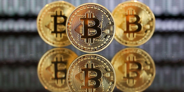 If you'd bought $1,000 of #Bitcoin in 2010, you'd be worth $35M  http:// crwd.fr/2r1Y53l  &nbsp;   #fintech #blockchain #payments #cryptocurrency #VC<br>http://pic.twitter.com/hmA0L96dC9