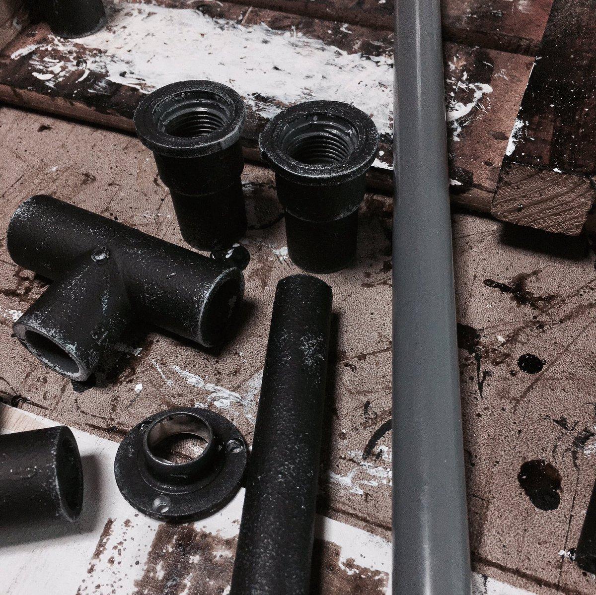 test ツイッターメディア - 初めての汚し加工! 塩ビパイプを黒系で塗装しました。  #インテリア #男前 #男前インテリア #100均 #リメイク #キャンドゥ #ダイソー #セリア #DIY #収納 #ディスプレイ #diyrepi #アンティーク #smilemind #リミア #塩ビパイプ #汚し加工 https://t.co/g6cey80pfz