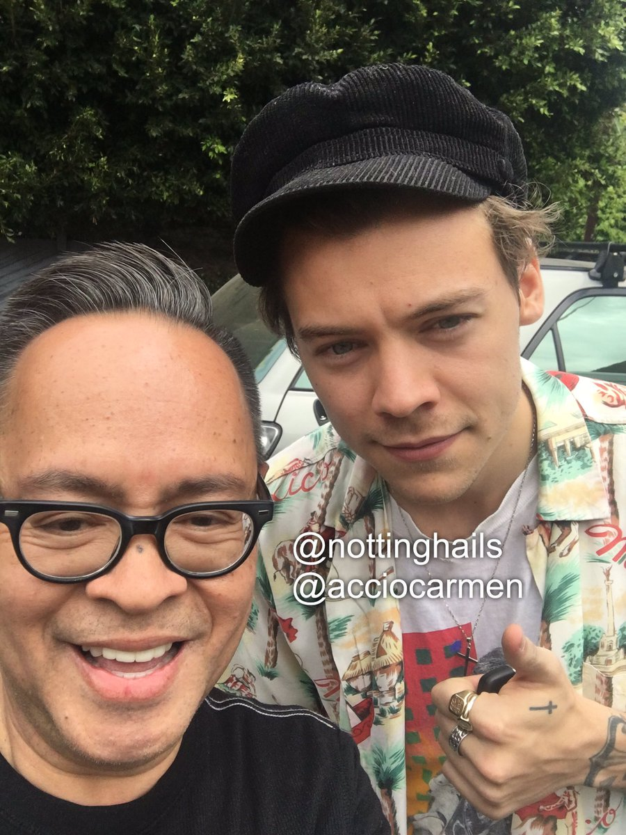 #NEW   Harry with nottinghails&#39; uncle in LA, 26/5 <br>http://pic.twitter.com/whyntMObJ8