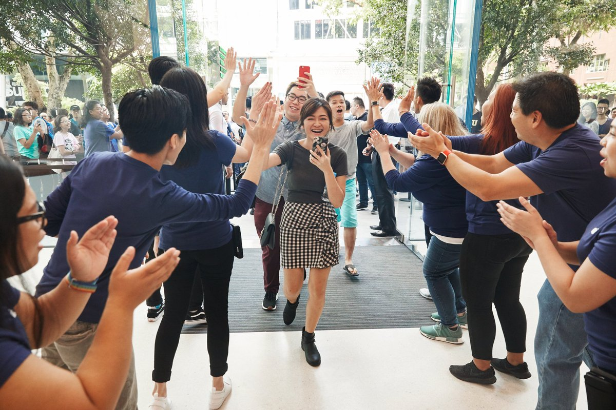 Congratulations team, and thanks to the thousands of customers who joined us at the new #AppleOrchardRoad in Singapore. Huat ah! 🇸🇬