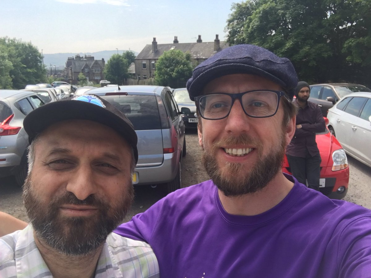 Great to see @jason_fmn this morning outside @Ahmadiyya_Hudds mosque as part of the @ForgetMNotChild #aroundtheworld #charity event <br>http://pic.twitter.com/I2rW1ZX2nB
