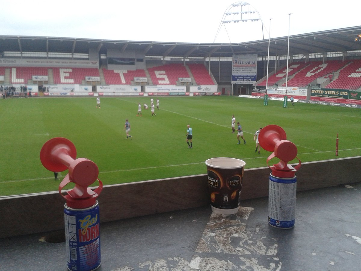 Also in charge of the hooter no direct comms with ref; I need 2 be on the ball #officials #team @official_parc #Heineken7s @WelshRugbyUnion<br>http://pic.twitter.com/cKPg57GVi4