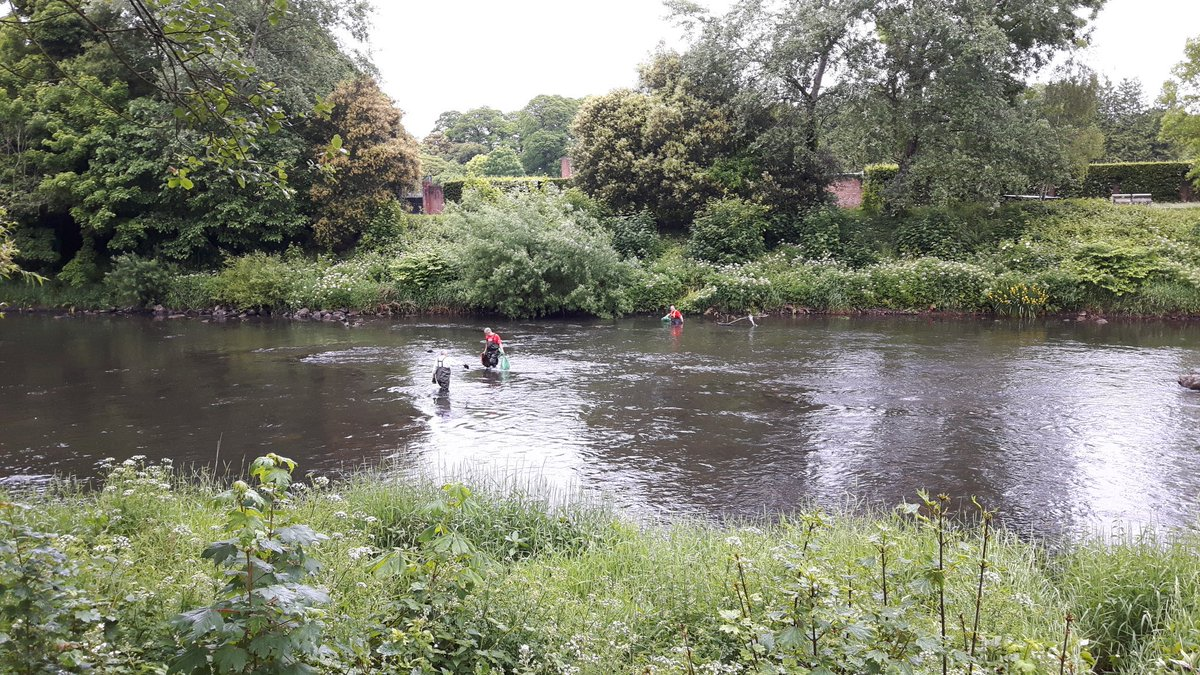 And they&#39;re still going! #dedication @cardiffrivers #litterlocusts #rivers #volunteers <br>http://pic.twitter.com/jj1pplU4Rv