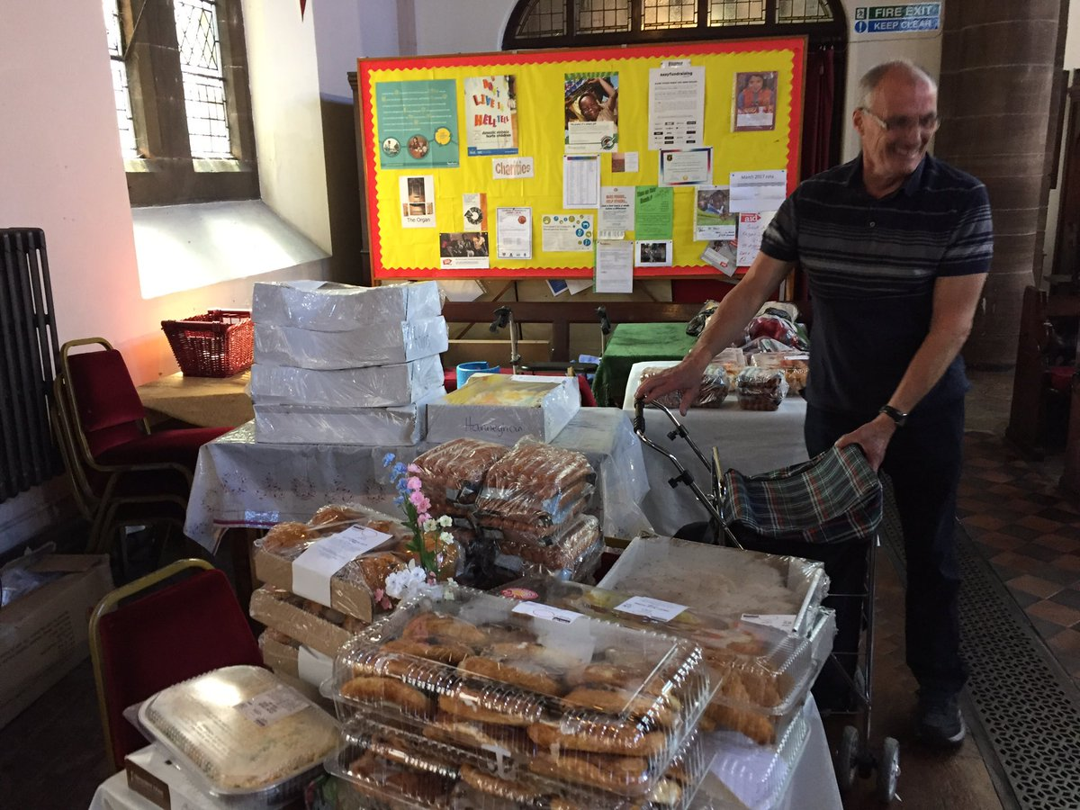 Food drop to Walton Church with all the food shared between the local community &amp; organisations #Charity #donate #SocEnt #foodwaste #Food<br>http://pic.twitter.com/bh9WuV9TUm