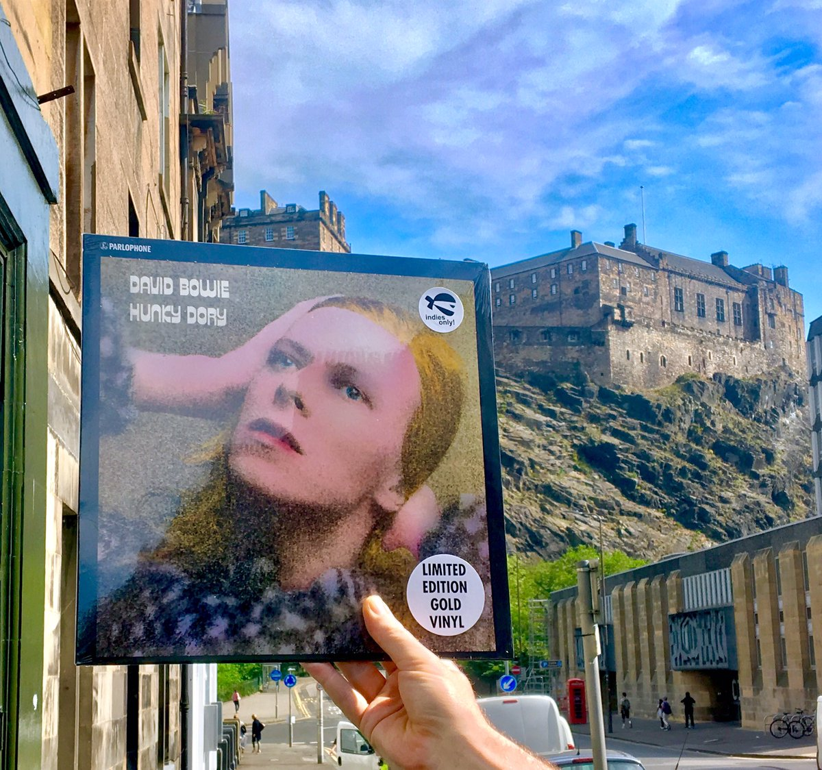 What a day to buy a record! We have a reissue of @DavidBowieReal &#39;Hunky Dory&#39; on gold vinyl #DavidBowie #New #Music #Edinburgh #Scotland<br>http://pic.twitter.com/Dxt8QKaasL
