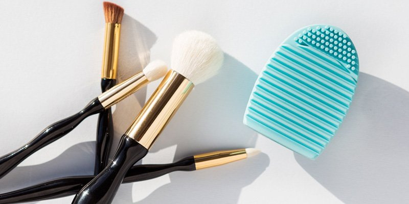 This is the $1 brush cleaner you need in your life: https://t.co/Qg7x6arN79 https://t.co/wOKxHeG1Wb
