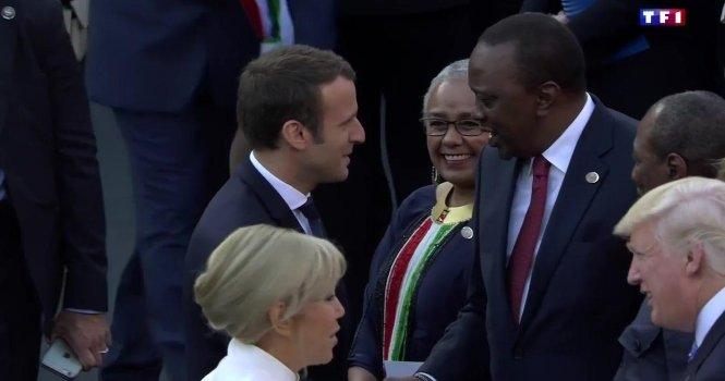 Premiers pas du couple présidentiel français sur la scène internationale #EmmanuelMacron #BrigitteMacron 👉 https://t.co/UW0sowaeLr