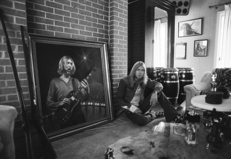 Thank you @GreggAllman... for the inspiration, and for those many holy nights on stage. https://t.co/FV6Qn5zXeE