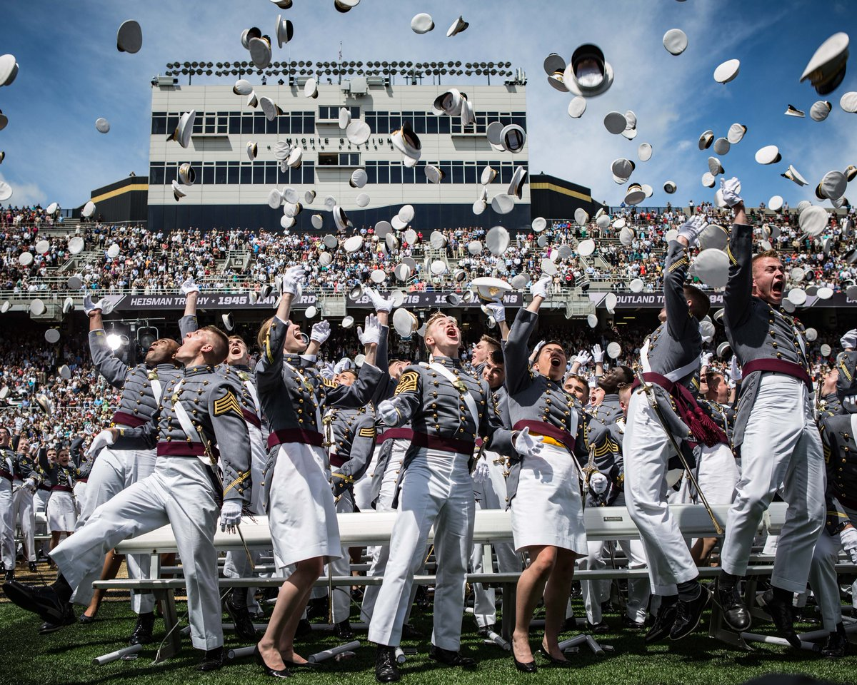 Congrats to #USMA's newest Old Grads, #USMA2017! You did it!  Welcome to the #LongGrayLine! #SoOthersMayDream https://t.co/FADNU9dND0