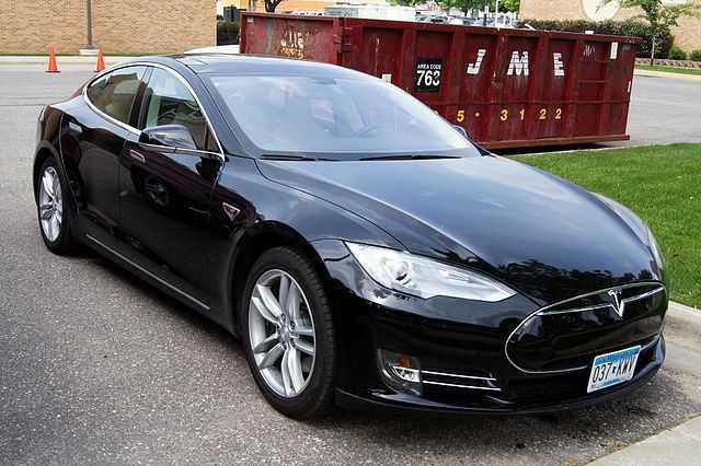 Advertising spending per vehicle sold in the US, 2016.  Jaguar: $3326 Fiat: $2158 Lexus: $1166 Toyota: $248 Tesla: $6  (Advertising Age)
