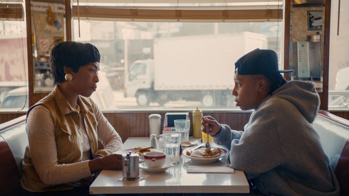 #MasterOfNone&#39;s &quot;Thanksgiving&quot; presents one of the best coming out stories on TV  http:// trib.al/0QS6QEk  &nbsp;  <br>http://pic.twitter.com/RsOB6u5OOm