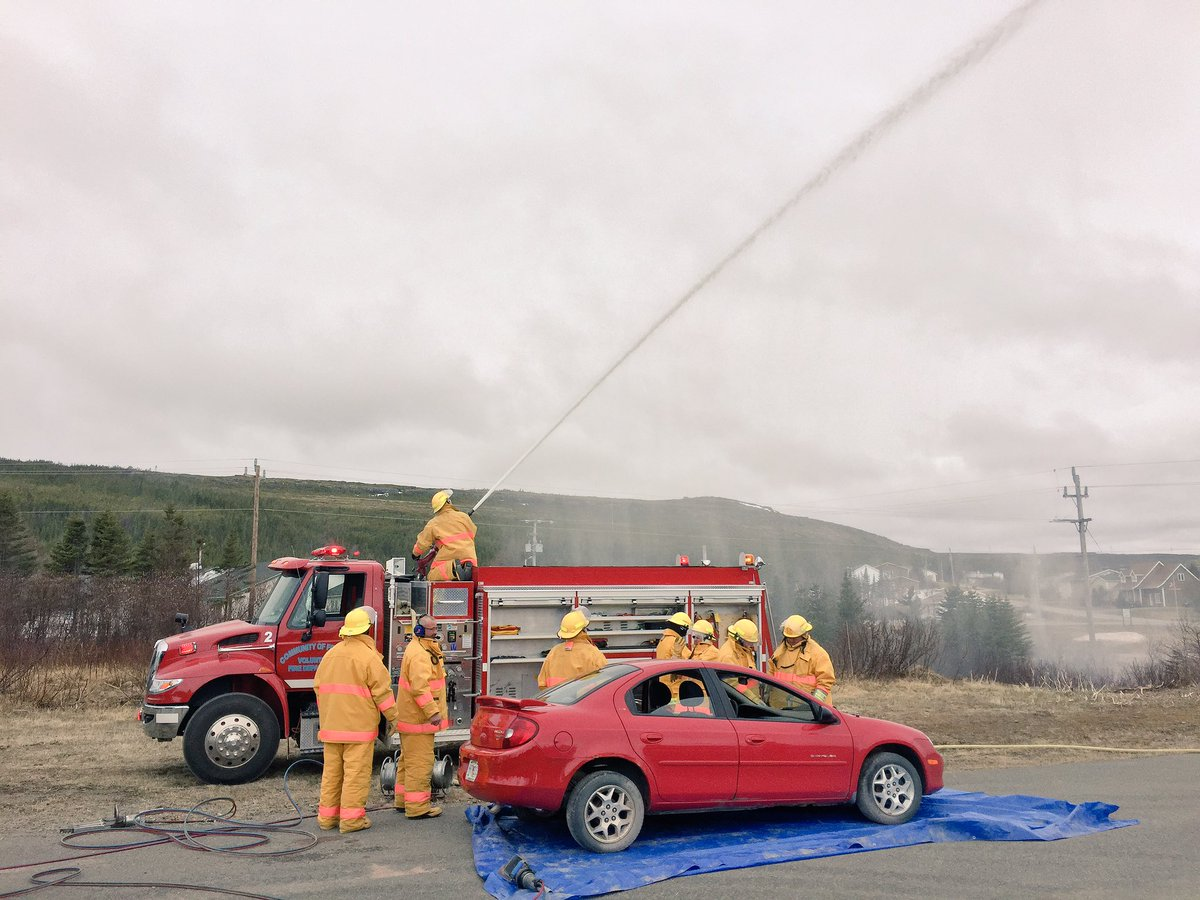 Forteau Fire Department #volunteers demonstrate life saving equipment at Community Appreciation Day.  Thank-you! <br>http://pic.twitter.com/kjUKboOnAH