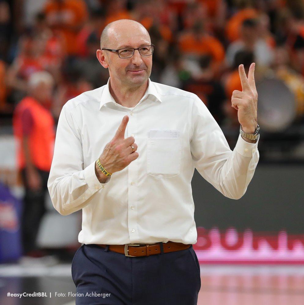 Mladen Drijencic zeigt es an, die @EWE_Baskets führen 2-1. Können die Oldenburger am Dienstag den Finaleinzug perfekt machen? #PlayoffsBaby https://t.co/Mm7uUixJPh
