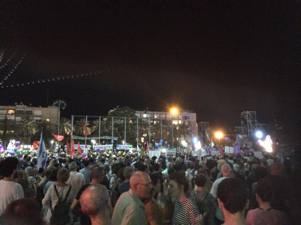 Des milliers d'israéliens contre l'occupation ce soir place Rabin à Tel Aviv https://t.co/60dIqigKX1