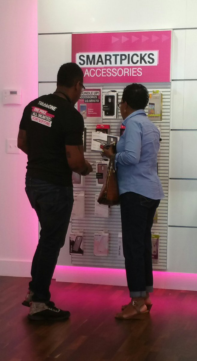 Del rockin out the #summercelebration deals at the new @t-mobile store in #Richmond OH #GetoutoftheRed #NCredible <br>http://pic.twitter.com/shWO5732bA