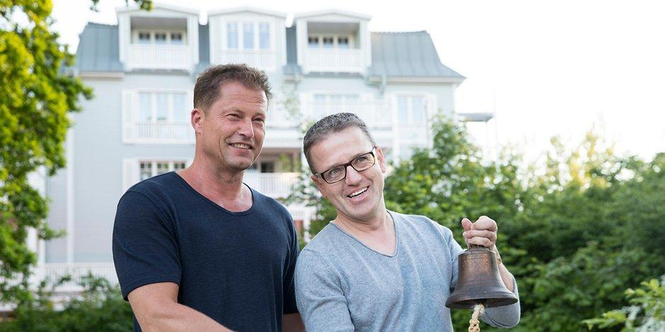 til schweiger eroffnet news informationen und aktuelles in echtzeit fotos und videos auf. Black Bedroom Furniture Sets. Home Design Ideas