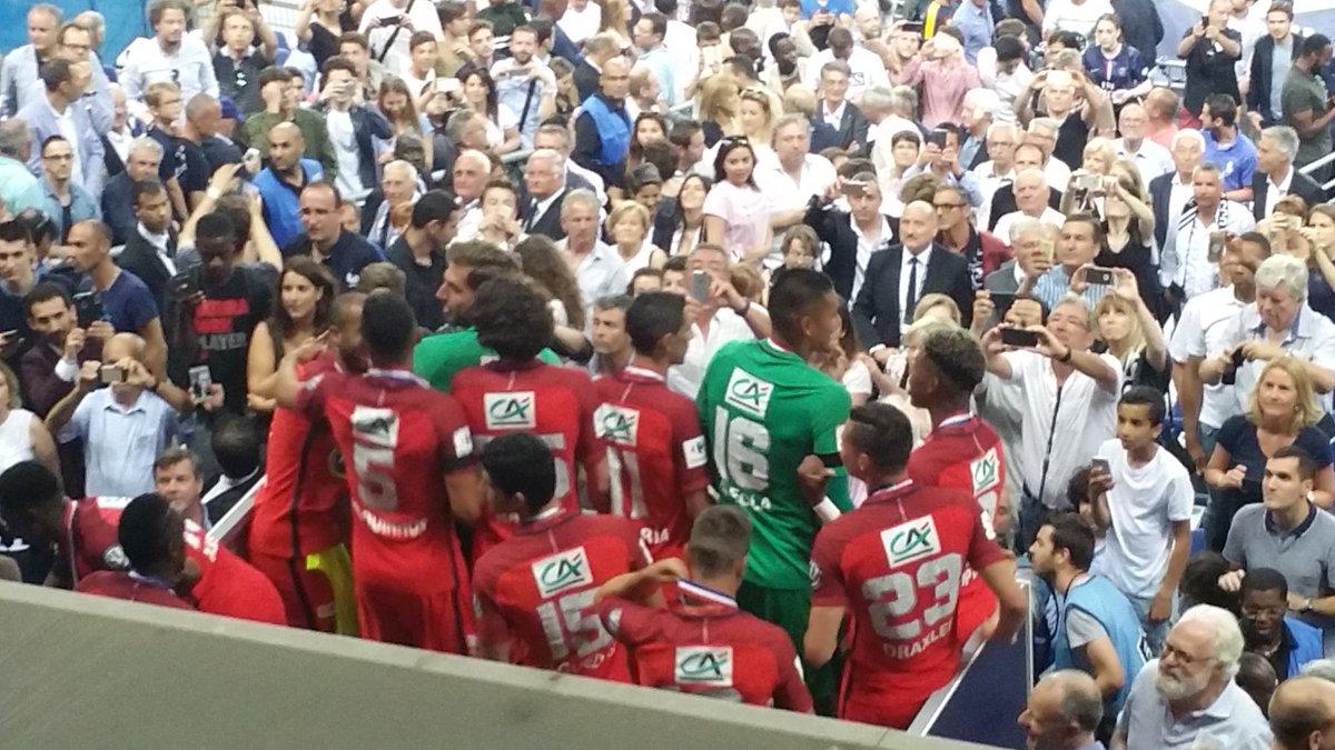 #LEPARISIEN : &quot;La coupe arrive #SCOPSG <br>http://pic.twitter.com/sDkFC0NmwY&quot;