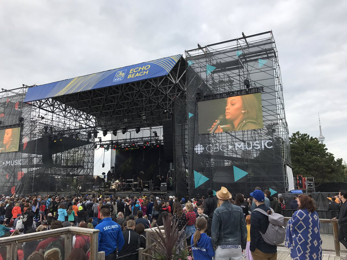 Watching @itsruthb killin' it at the #CBCMusicFest @CBCMusic https://t...