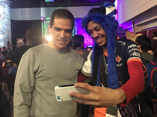 Mortal Kombat co-creator @noobde takes a selfie with top pro @SonicFox...