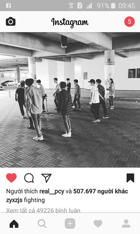 Chanyeol like the picture Lay posted. We are one #lay #chanyeol #exo #exol #EXOrDIUMdotinSeoul #EXOrDIUMdotinSeoulDay2<br>http://pic.twitter.com/40FlewcG2p