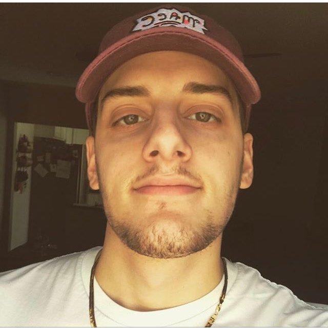 Is it my eyeballs? Or does @MikeeKhoury really look like Russ?