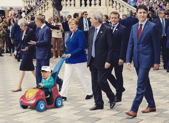 Das ist natürlich gephotoshoped: Trudeau würde nie braune Schuhe zum blauen Anzug tragen!  https://t.co/FMjifrjhc6