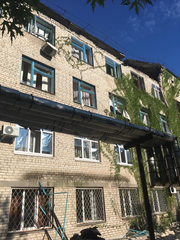 Обстрел жилого сектора Красногоровки: повреждено здание больницы - Цензор.НЕТ 1577
