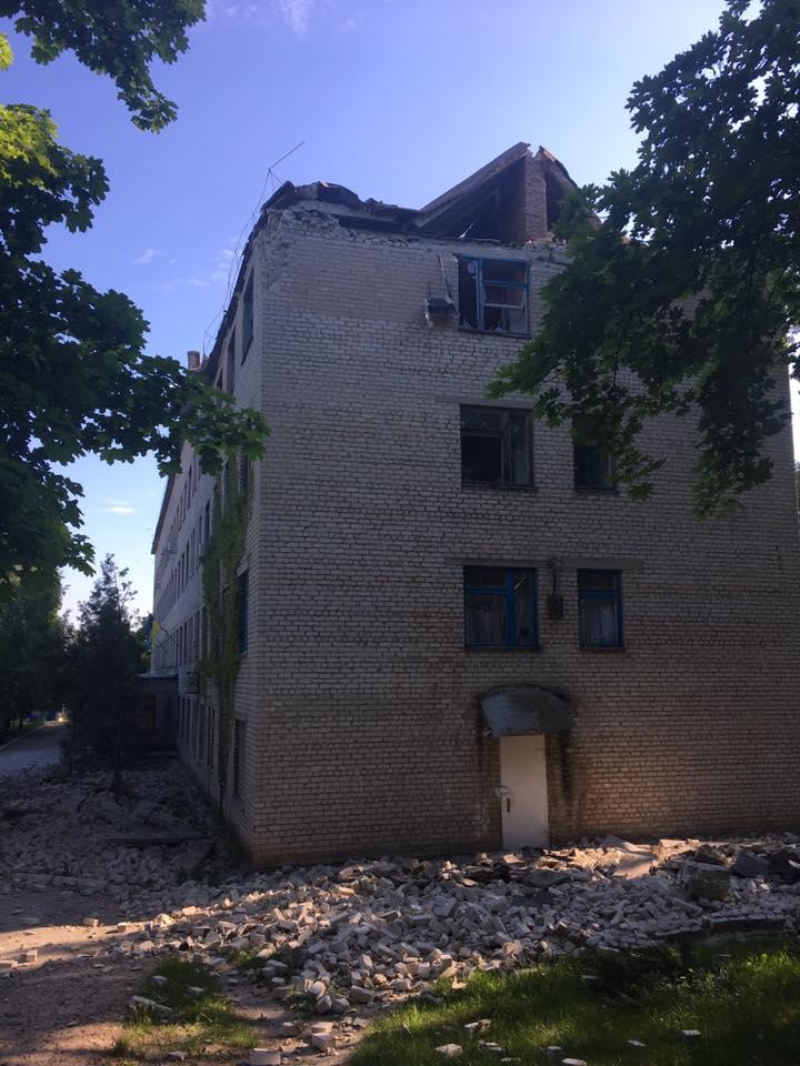 8 украинских бойцов были ранены за сутки, враг 49 раз открывал огонь, - штаб АТО - Цензор.НЕТ 4638