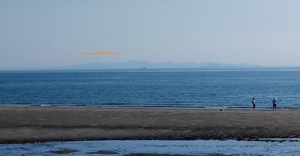 視界が良くて国東半島の後ろに90km先の由布岳と鶴見岳らしき山が見えたけど肉眼と違って写真だとほとんど分からない 光市虹ケ浜 https://t.co/hjTsKWXODL